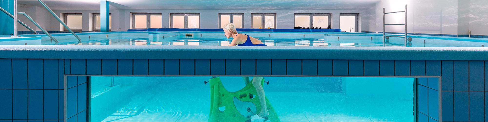 Mal di schiena e i benefici di una riabilitazione in acqua